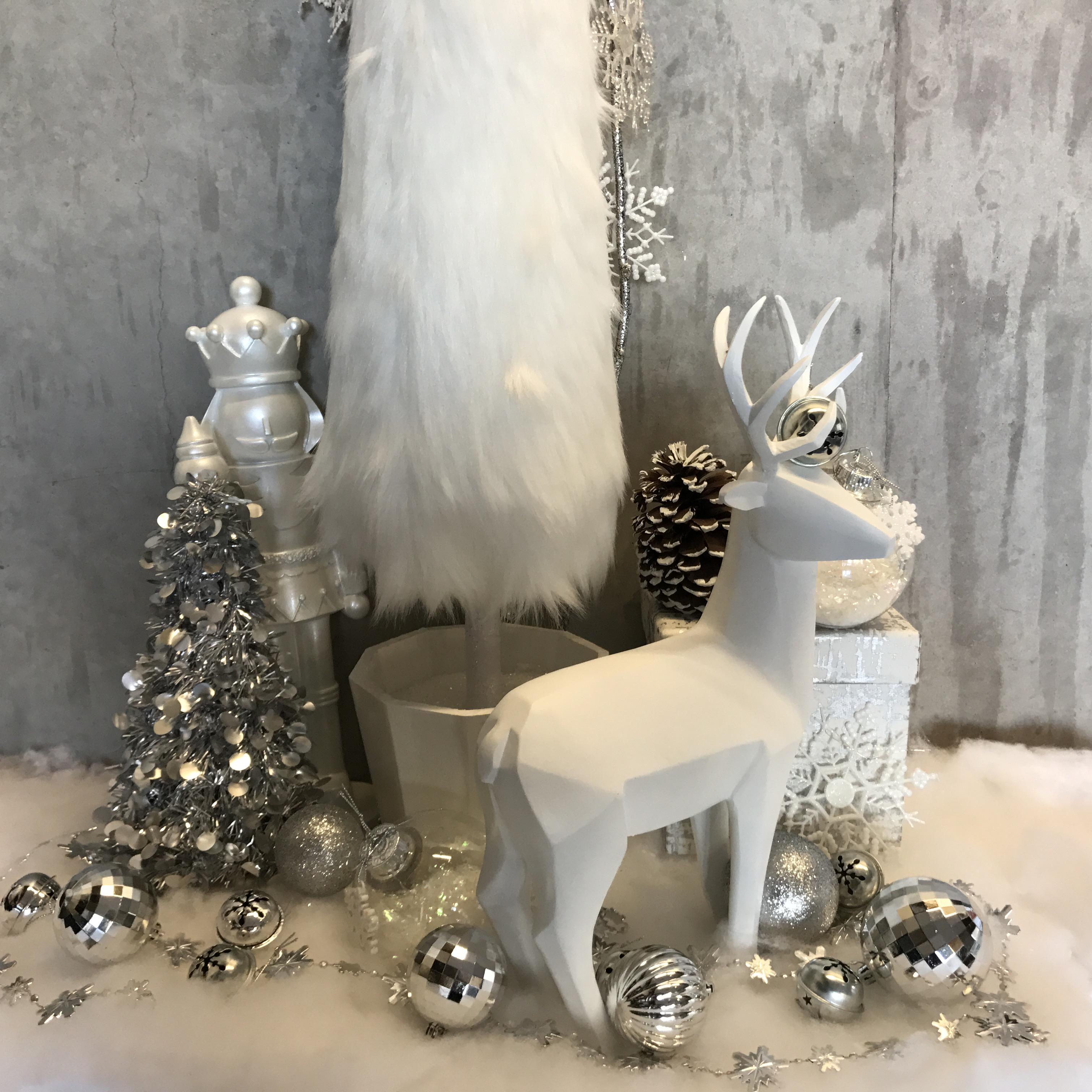 Modern Holiday Tree Vignettes
