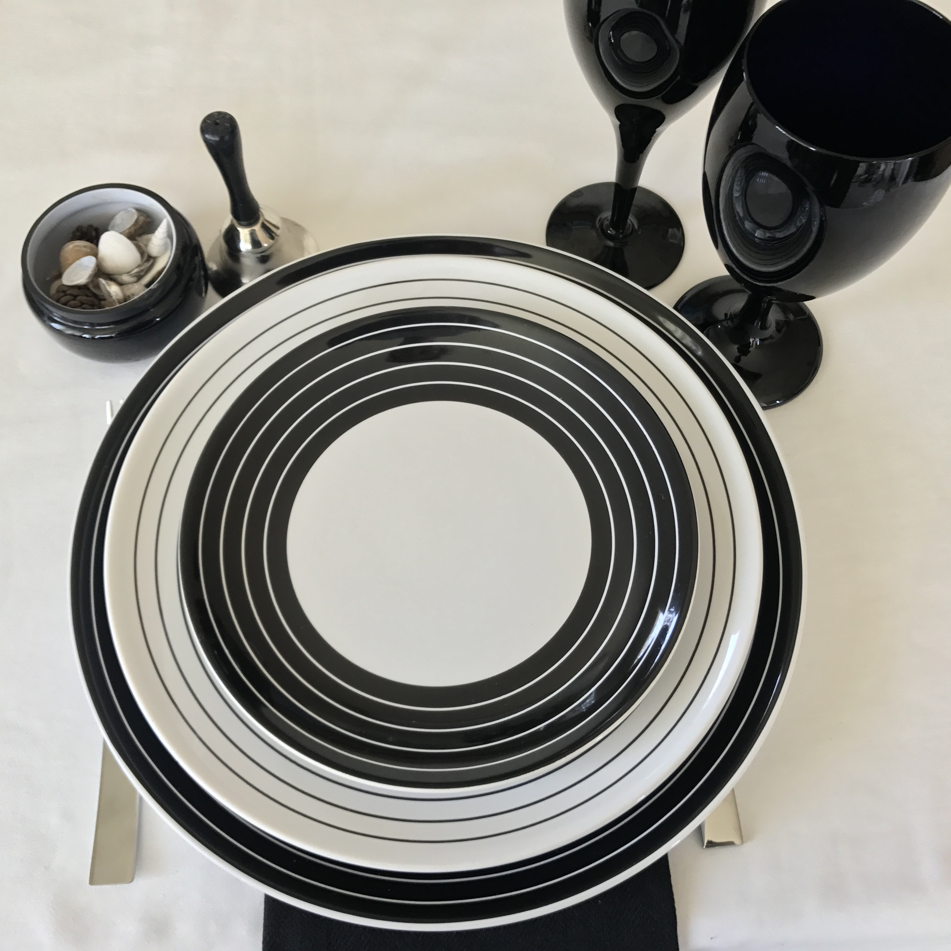 Tabletop Tuesday: Black + White Swirl