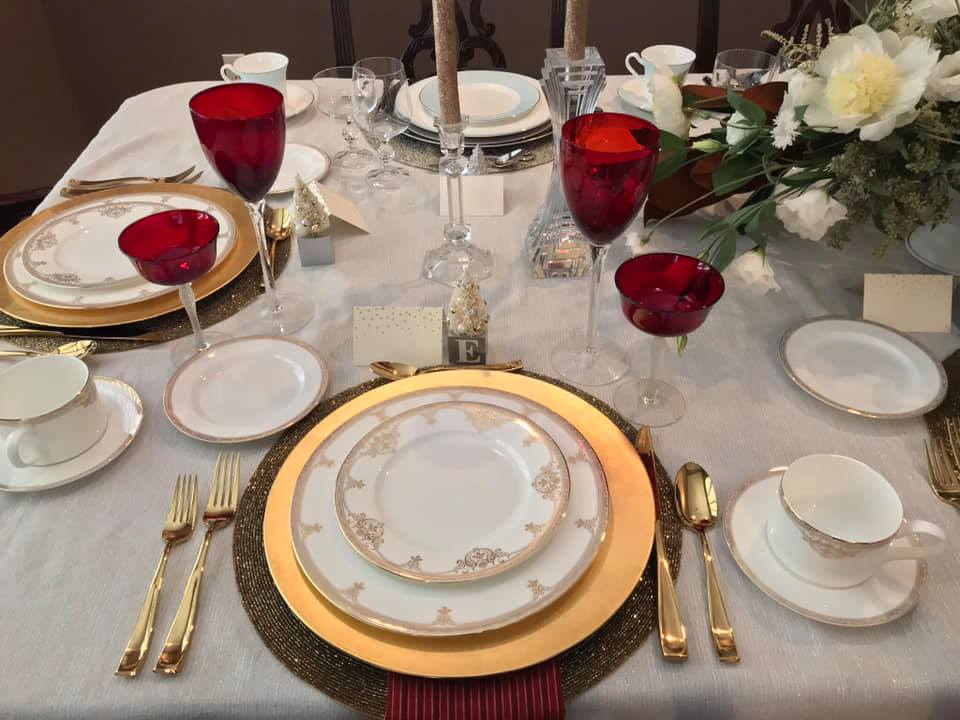 Tabletop Tuesday: Gold + Red Holiday